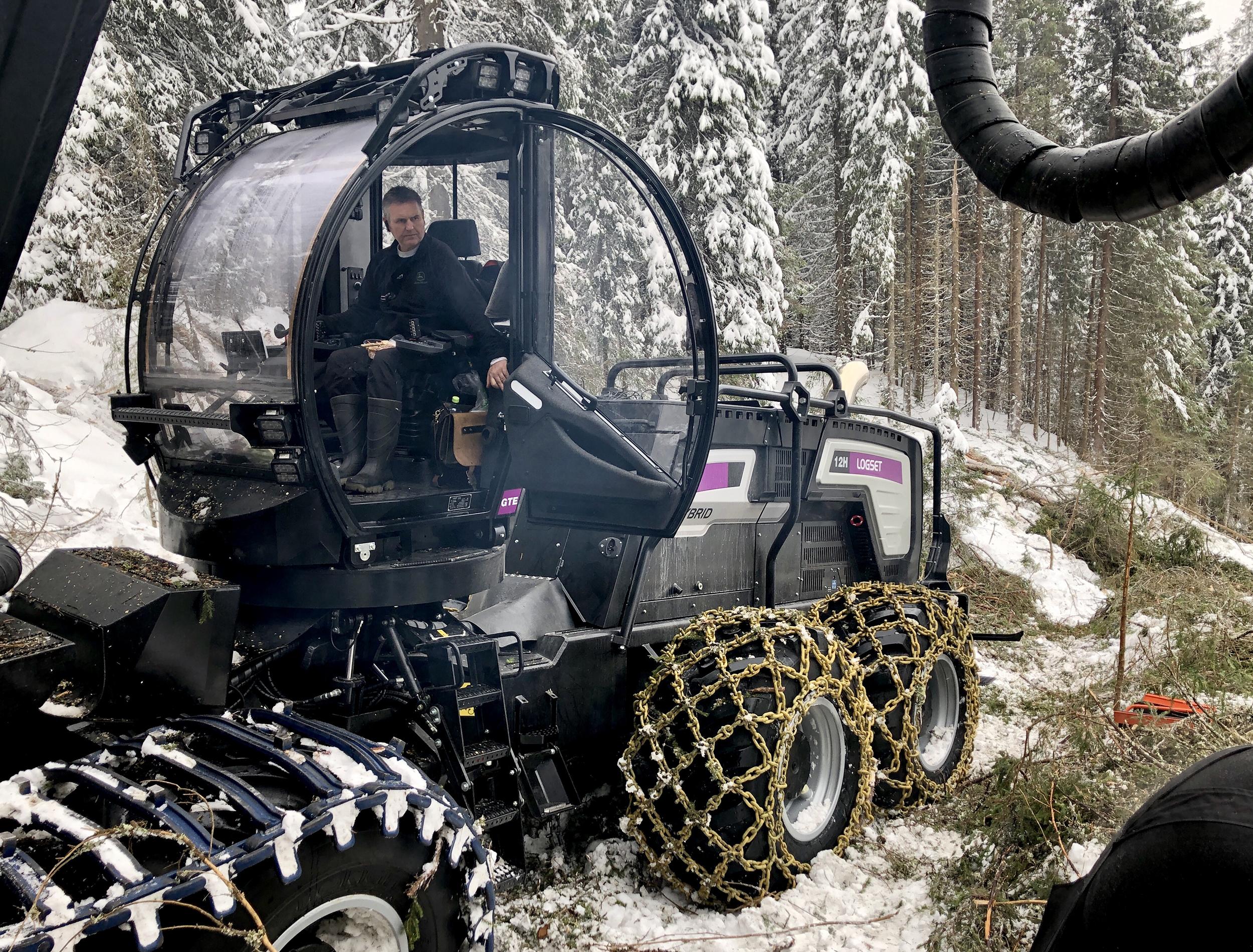 Valokuvaaja ja videontekijä Ismo Henttonen